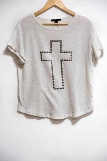 Blusa manga sisa con cruz de taches