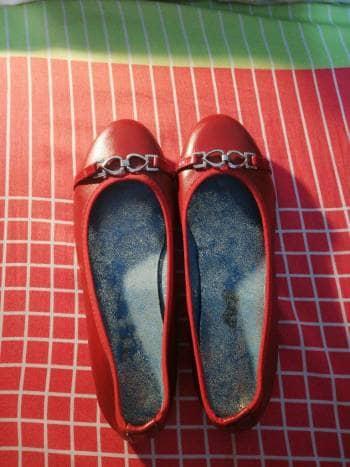 Baletas rojas con ebillas