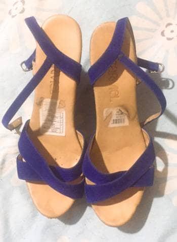 Hermosas sandalias azul rey