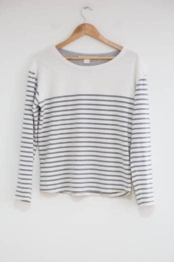 Suéter de rayas horizontales