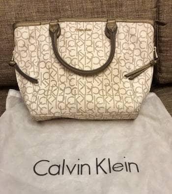 Bolso Calvin Klein Tonos Bronce y Blanco Almendra