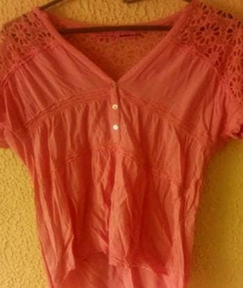 Camisa Rosada. Con estampado en la mangas
