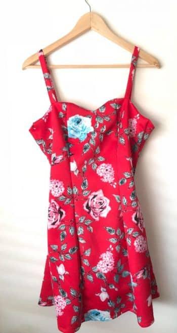 Vestido rojo de flores